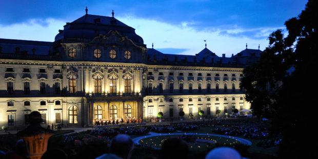 Mozartfest Würzburg: Opern Air-Konzert im Hofgarten der Residenz