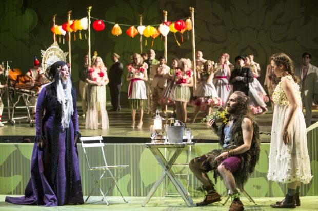 Jennifer Larmore (Die Großherzogin), Dino Lüthy (Fritz), Emily Hindrichs (Wanda), Chor der Oper Köln