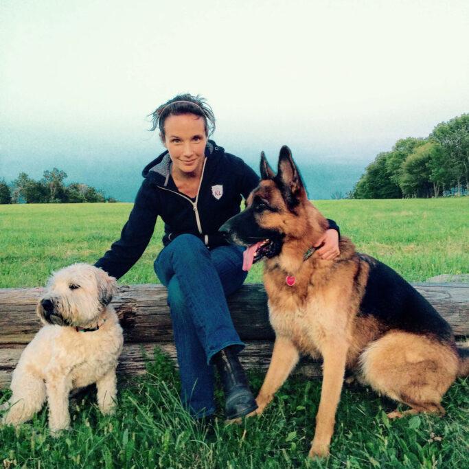 Hélène Grimaud mit ihren Hunden
