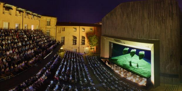 Der Hof des erzbischöflichen Palais verwandelt sich für das Festival Aix-en-Provence zur Opernbühne