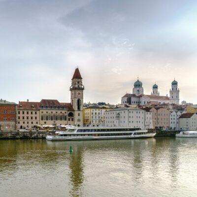 Blick über die Donau auf die Altstadt von Passau
